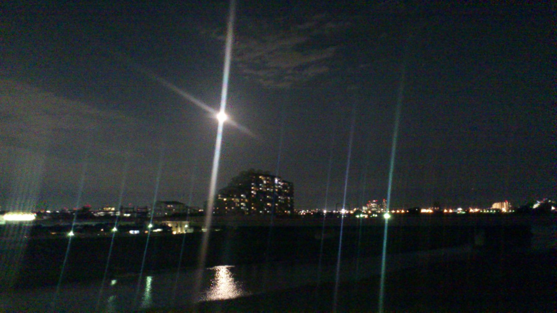 中秋の名月_-_多摩水道橋.JPG